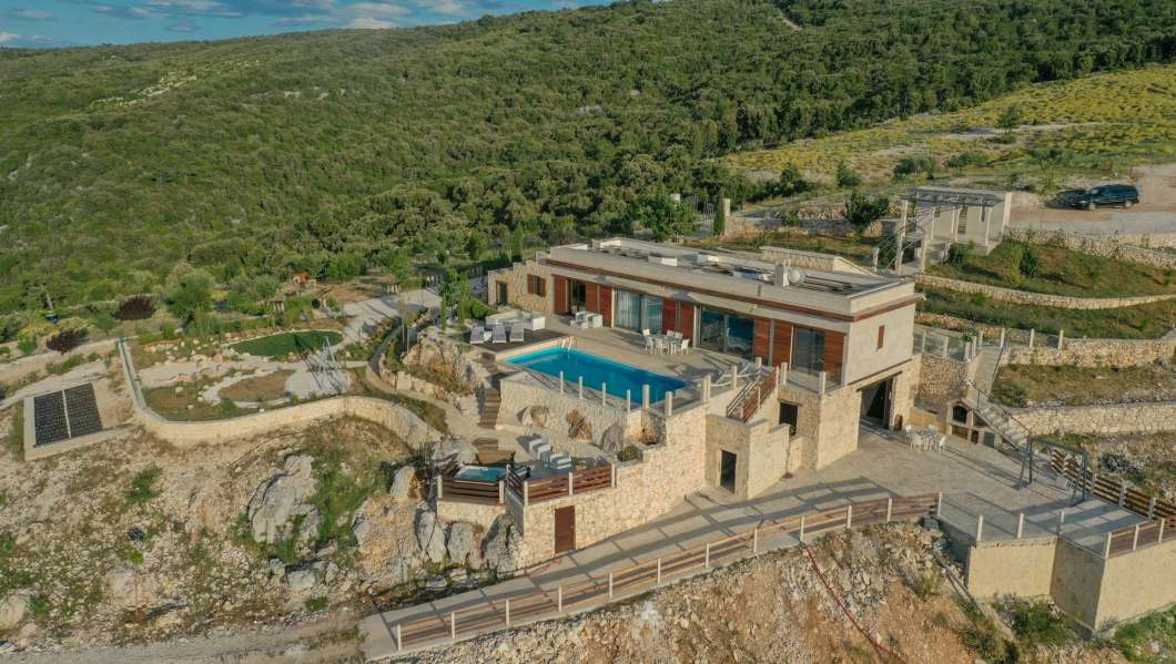 Villa Dol Hills Estate