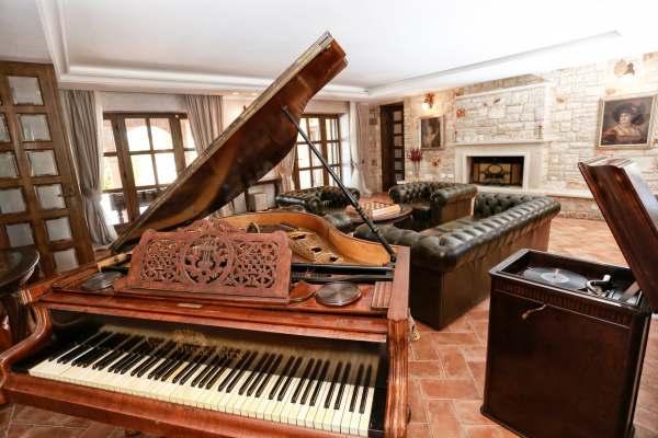 Villa Carolus Barat