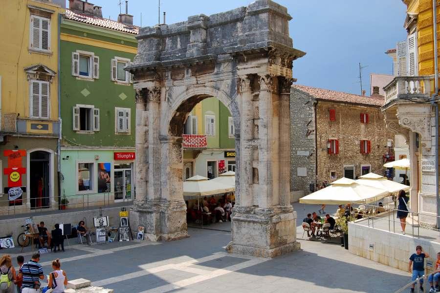 Wie wäre es, nach Istrien zu kommen und Pula für Ihren Hauptziel zu wählen?