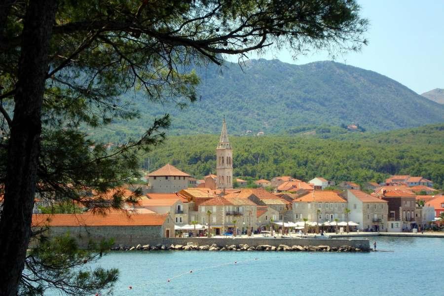 Jelsa, idealno mjesto za miran odmor na otoku Hvaru