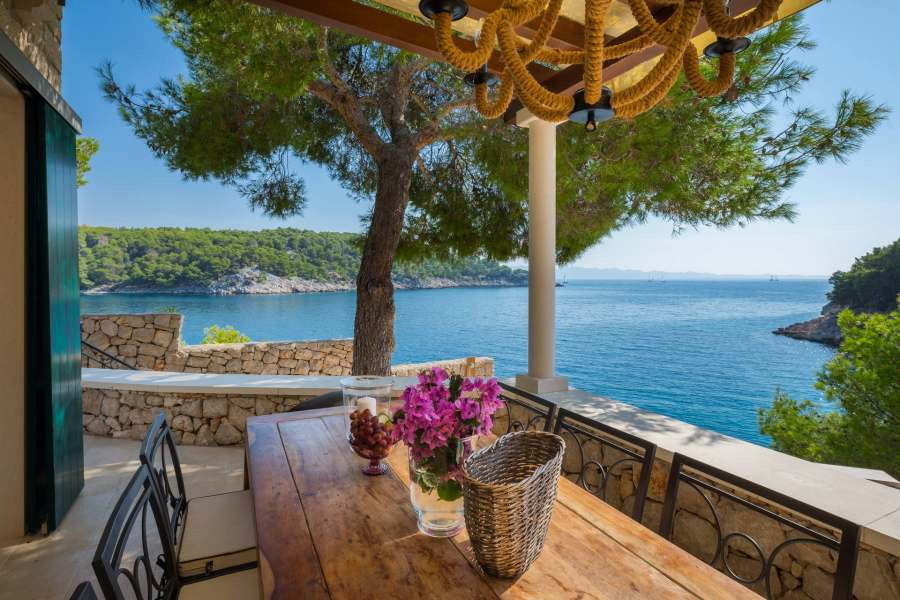 Seaside villa with a pool in Milna on Brač is just the thing for you