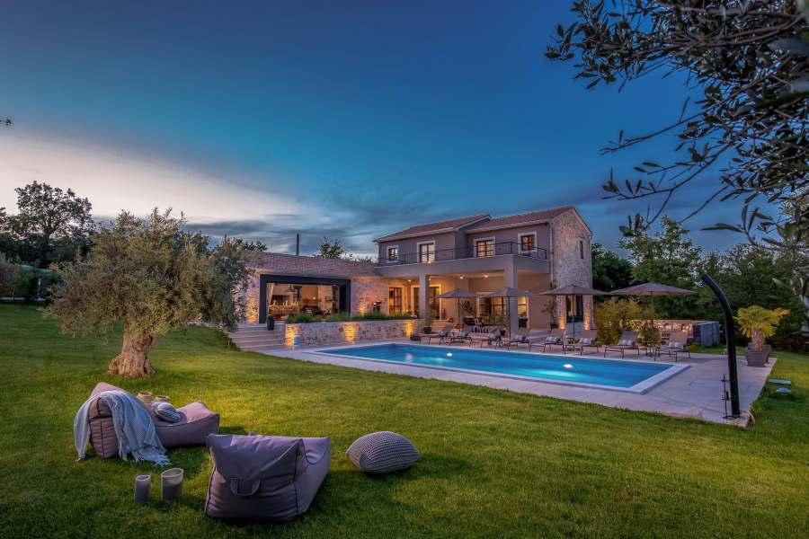 Uživajte u jednoj od naših luksuznih vila u prekrasnoj Istri