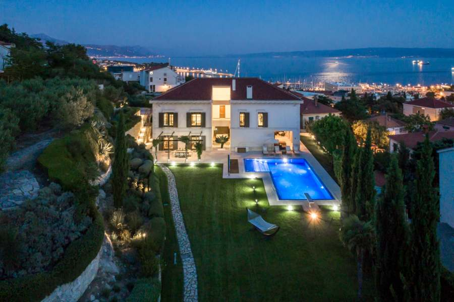 Villa holidays with flights – fast and easy